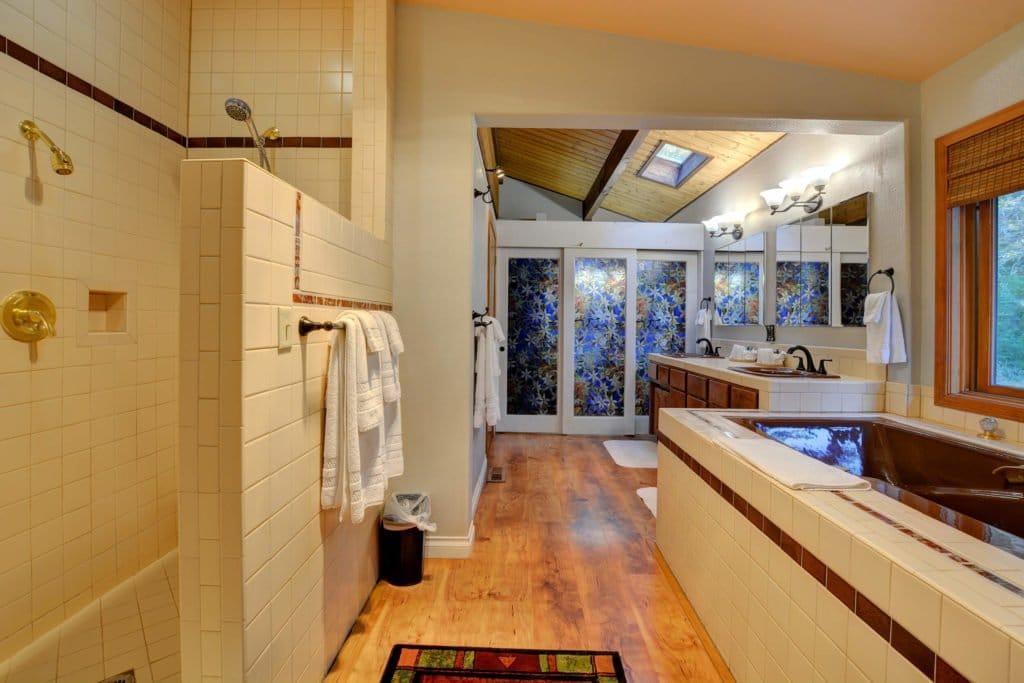 The Treetops House Master Bathroom